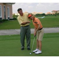 Brad Brewer helps former LPGA player and Golf Channel host Laura Baugh improve her putting.
